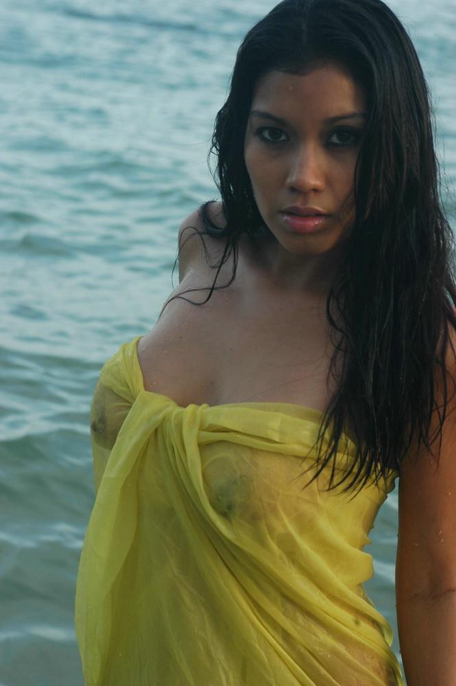 Sexy With Wet Boobs In Miami Beach 171 Seejulieblog Com